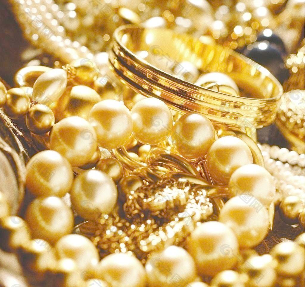 结婚时黄金珠宝买的越多越好吗?